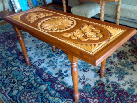 Coffee table with wooden carving